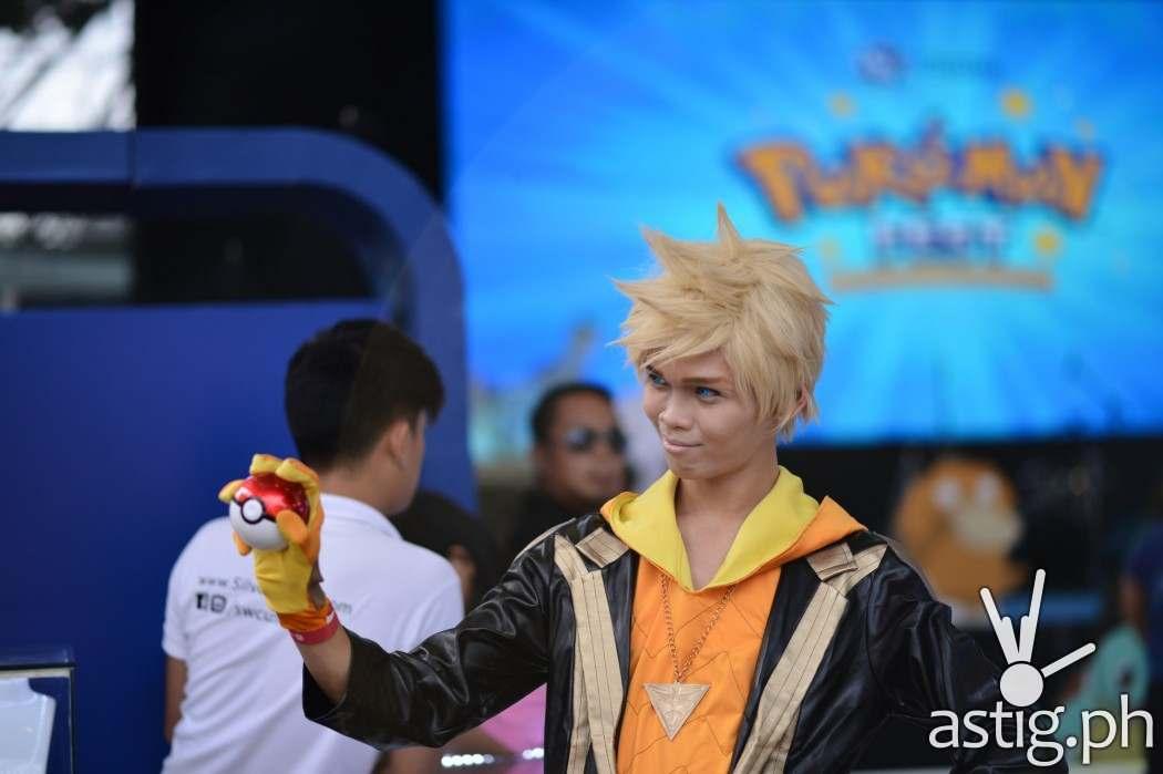 Team Instinct trainer cosplay at the Pokemon festival in BGC