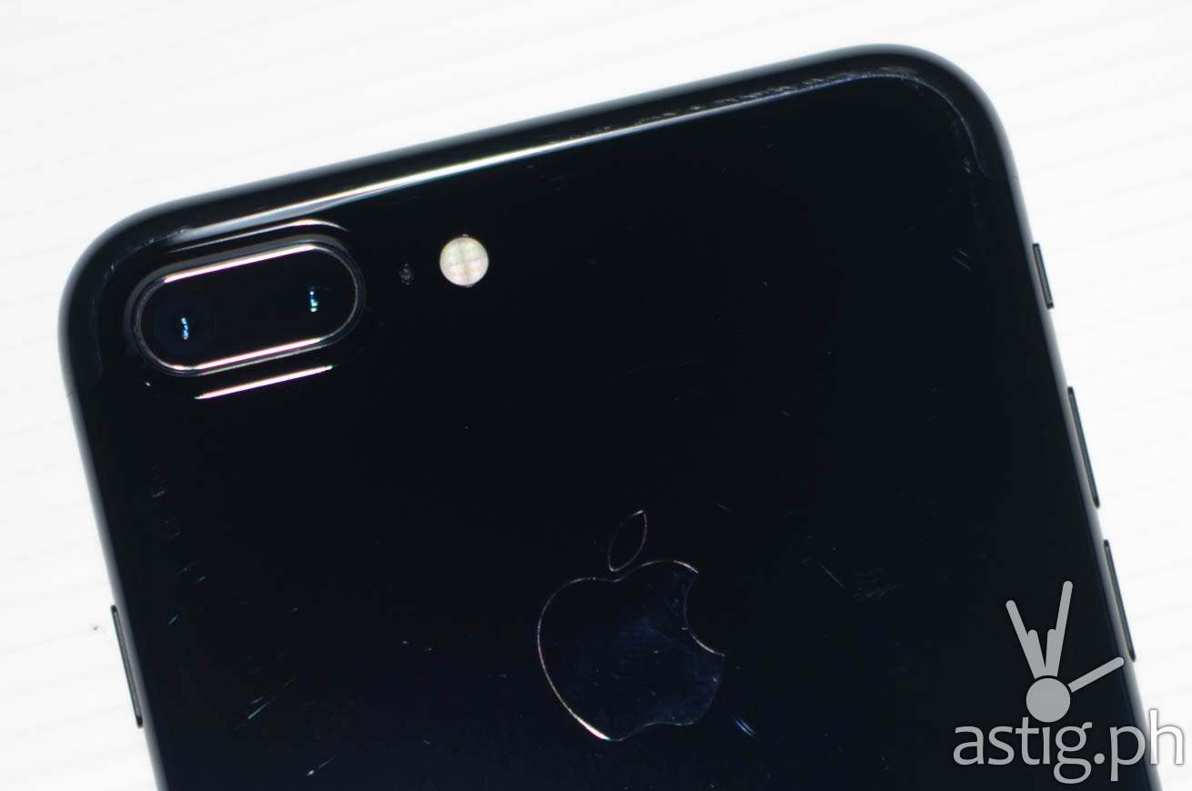 Dual rear camera takes excellent photos, even in low-light situations - iPhone 7 Plus