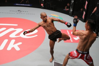 Rene Catalan dominates Chinese foe