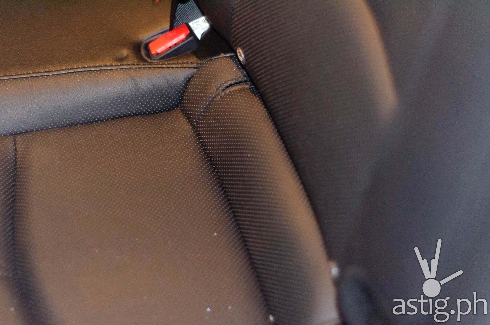Leather seats - Mazda3 2.0 Sedan 2017 Skyactiv-R