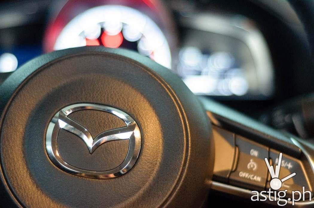 Steering wheel - Mazda3 2.0 Sedan 2017 Skyactiv-R