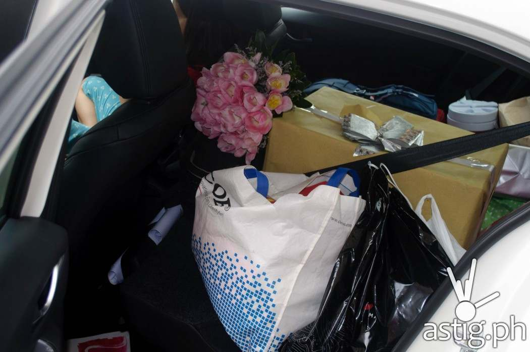 The extended rear cargo space was enough to fit all our stuff after the wedding - Mazda3 2.0 Sedan 2017 Skyactiv-R