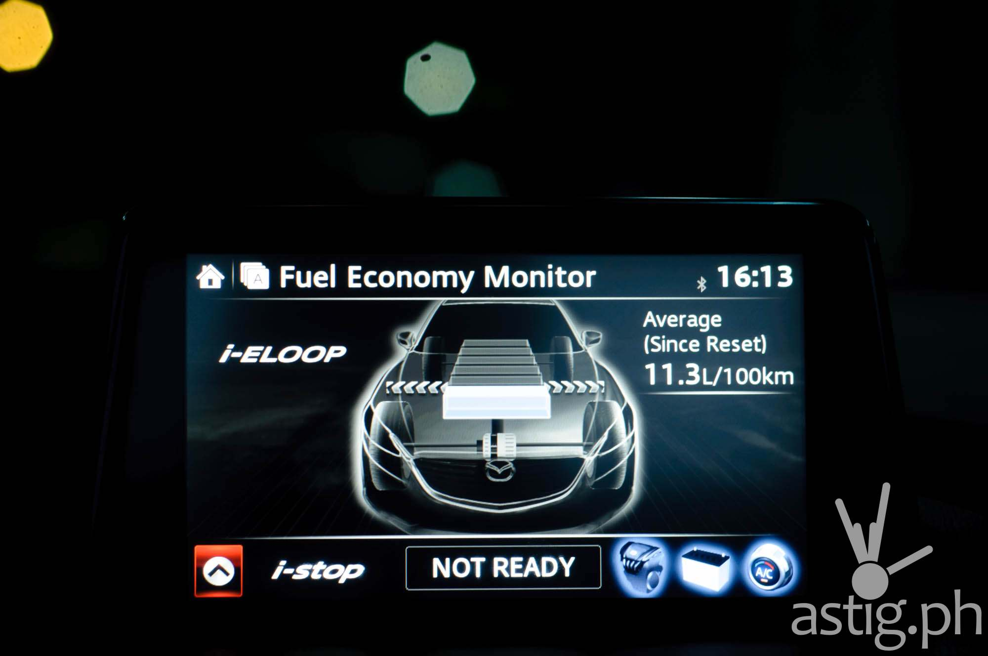 i-Stop system automatically cuts the engine once there is enough stored power - Mazda3 2.0 Sedan 2017 Skyactiv-R