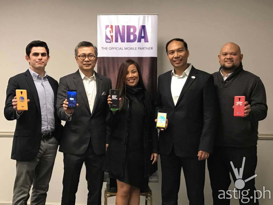 From L-R: Jaime Alfonso Zobel De Ayala, Business Development Head of Globe Prepaid; Eric Yu, CEO and President of Cellprime Distribution Corp.; Jil Go, Globe Consumer Business Vice President for Content; Carlo Singson, Associate Vice President and Managing Director of NBA Philippines; Martin David, Globe Consumer Business Director for Sports Content