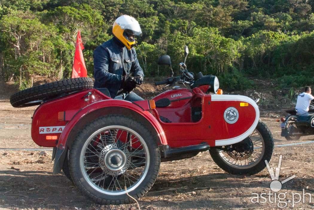 Jay Taruc test drives a Ropali motorbike at Partakan Festival 2017