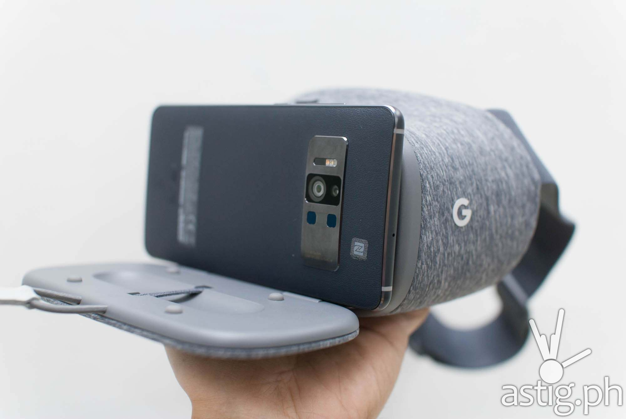 ASUS Zenfone AR with Google Daydream View headset