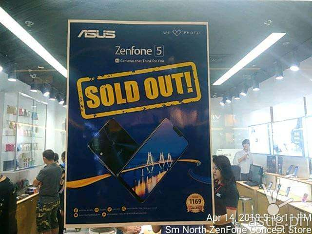Zenfone 5 sold out sign at an ASUS store in SM North EDSA