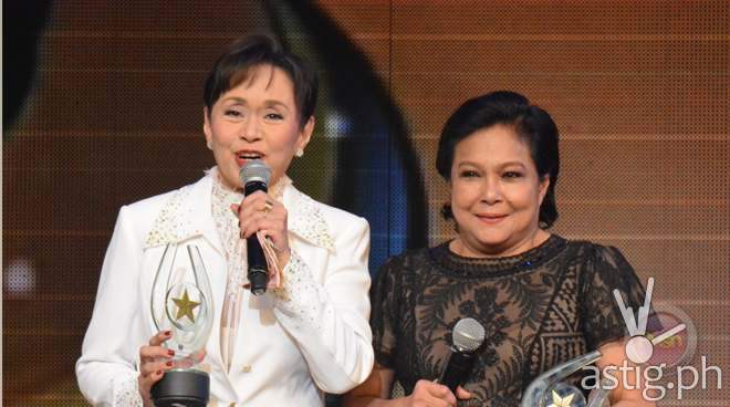 Vilma Santos and Nora Aunor receive lifetime achievement awards at the 33rd PMPC (via ABS-CBN Push)