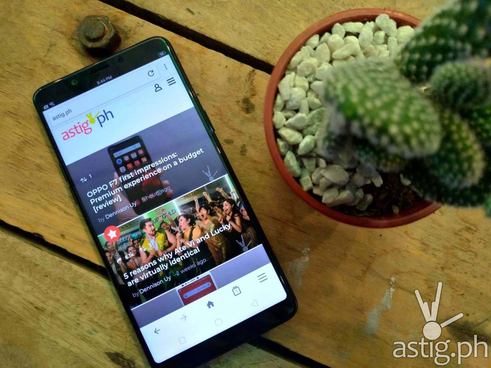 Zenfone 5 sample photo - low-light HDR (indoors)