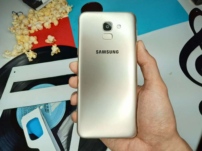 Samsung Galaxy J6 back