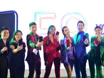 Jane Wan with Julia Barretto and other celebrity endorsers at the OPPO F9 launch in the Philippines