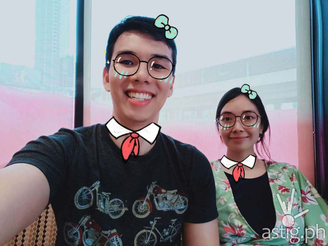 Selfie with AR stickers - OPPO F9 sample photo