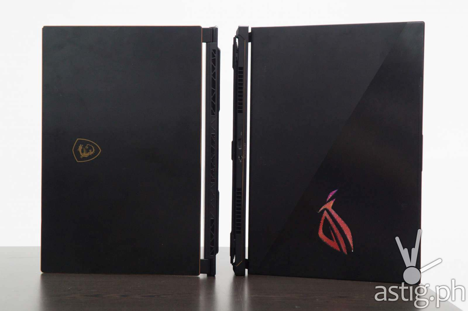 ROG Zephyrus S vs MSI GS65 Stealth Thin 8RF - Back