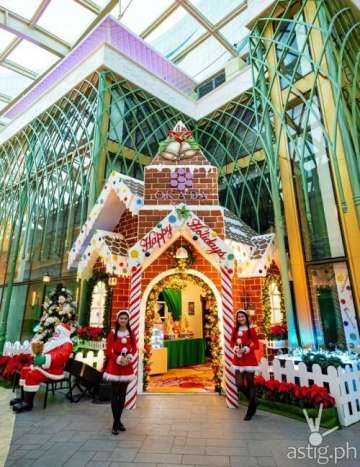 Gingerbread house and Santa's Cabin at Okada Manila