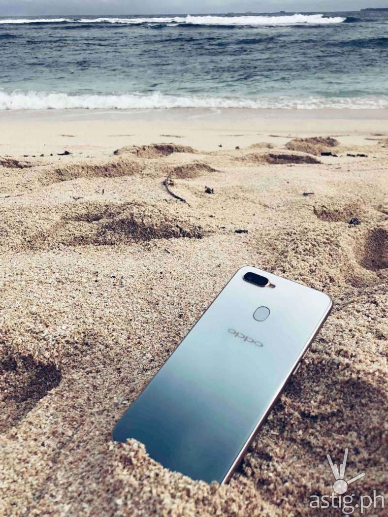 OPPO F9 Jade Green on sand