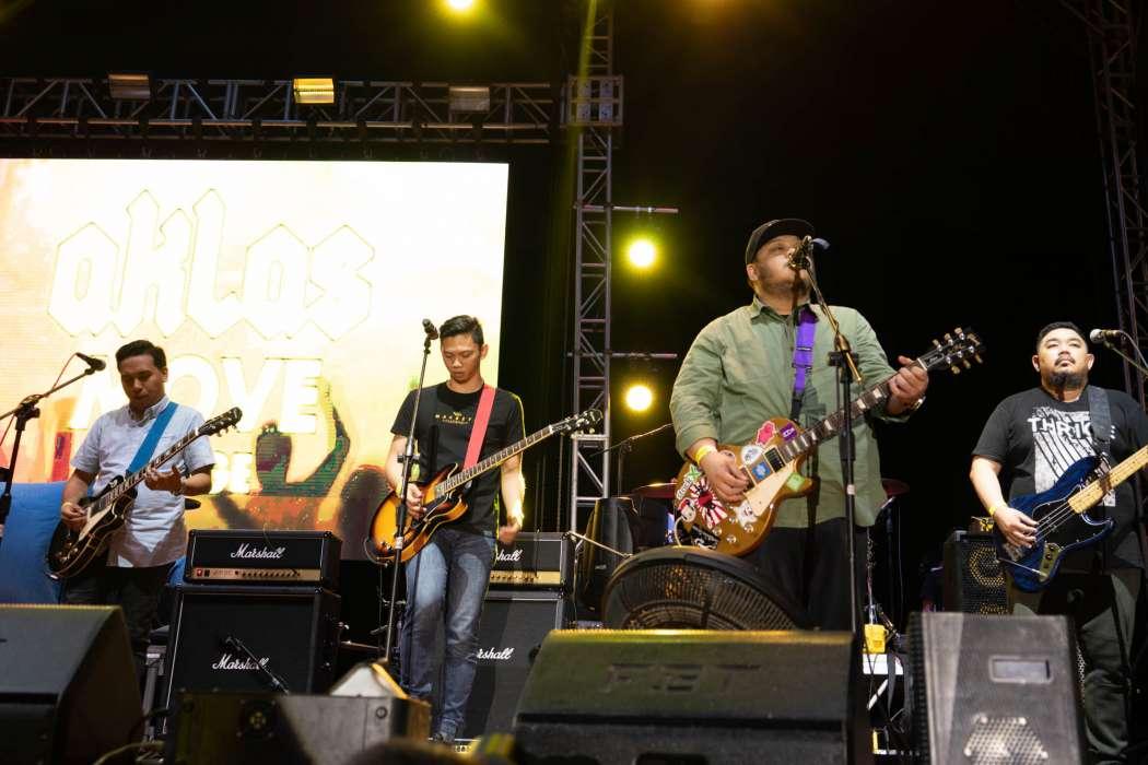 """Mayonnaise band playing """"Jopay"""" at Rakrakan 2019 (shot on a Sony A7R III)"""
