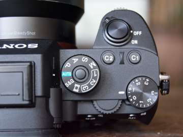Power button, Shooting mode, EV dial, aperture ring - Sony A7R III (Philippines)