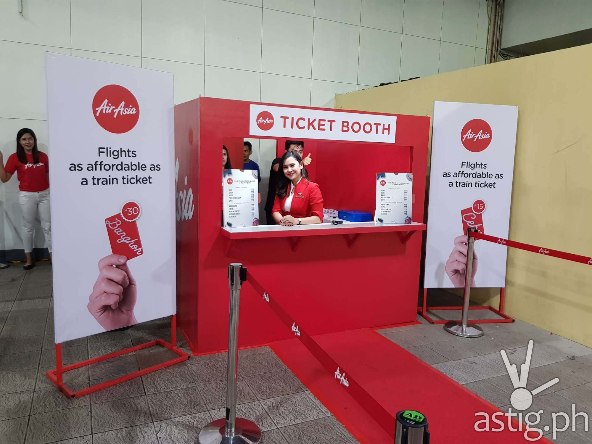 Commuter were surprise when they saw an AirAsia ticketing booth at the MRT-3 Ayala Station