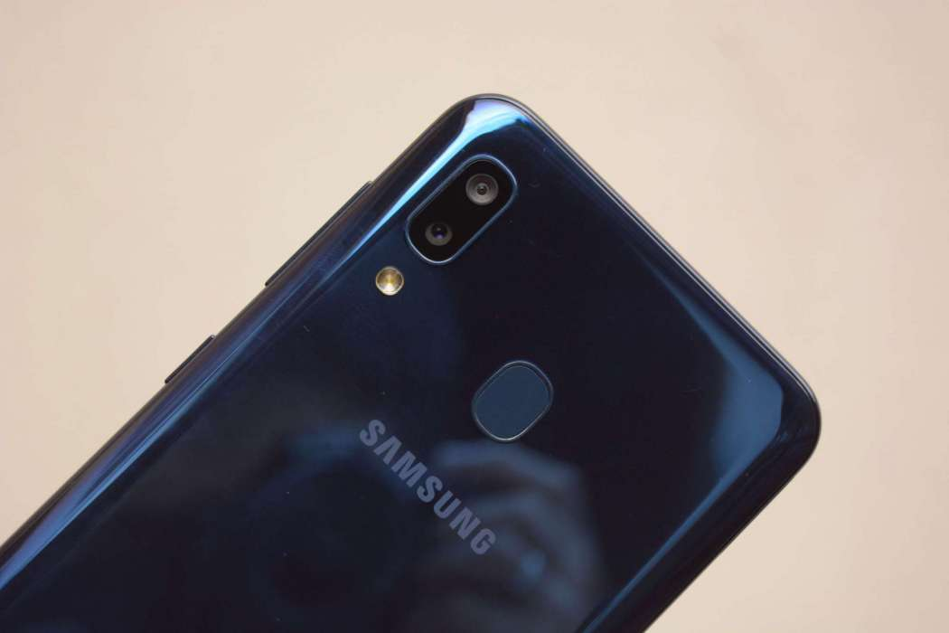 Main camera, fingerprint sensor - Samsung Galaxy A20 (Philippines)