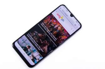 Front diagonal - Samsung Galaxy A50 (Philippines)