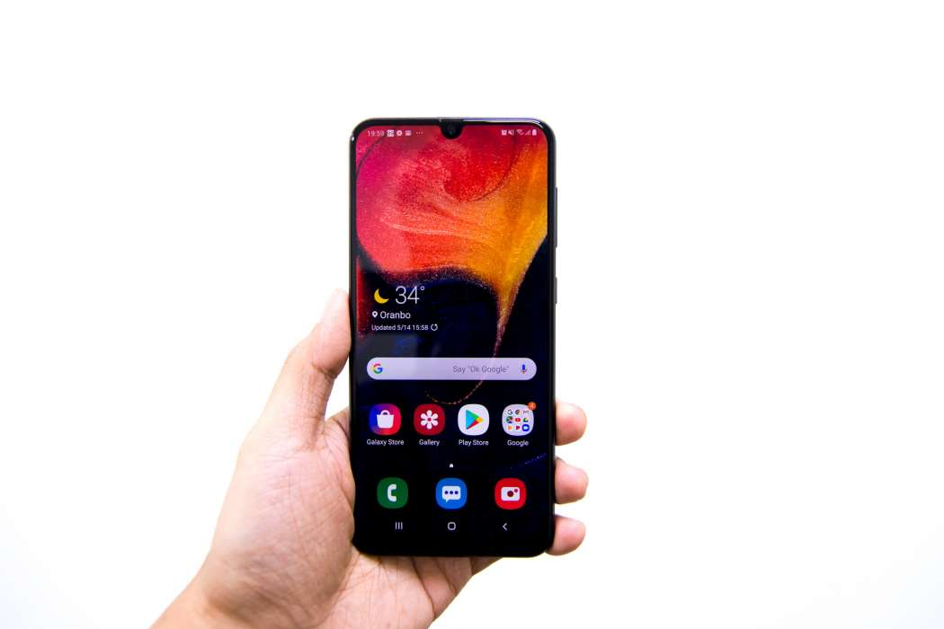 Front handheld - Samsung Galaxy A50 (Philippines)