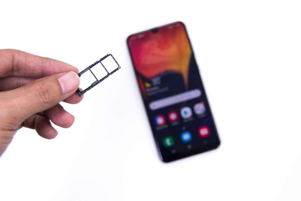 Triple slot dedicated SIM and memory tray - Samsung Galaxy A50 (Philippines)