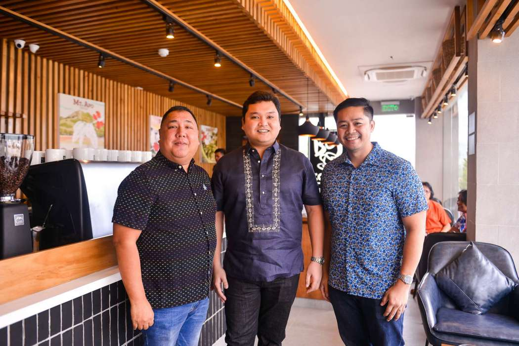 Bo's Coffee AVP for Franchise Sales and Partner Relations Pablo Hicban, Surigao City Mayor Ernesto Matugas Jr., and owner Darryl Laurente