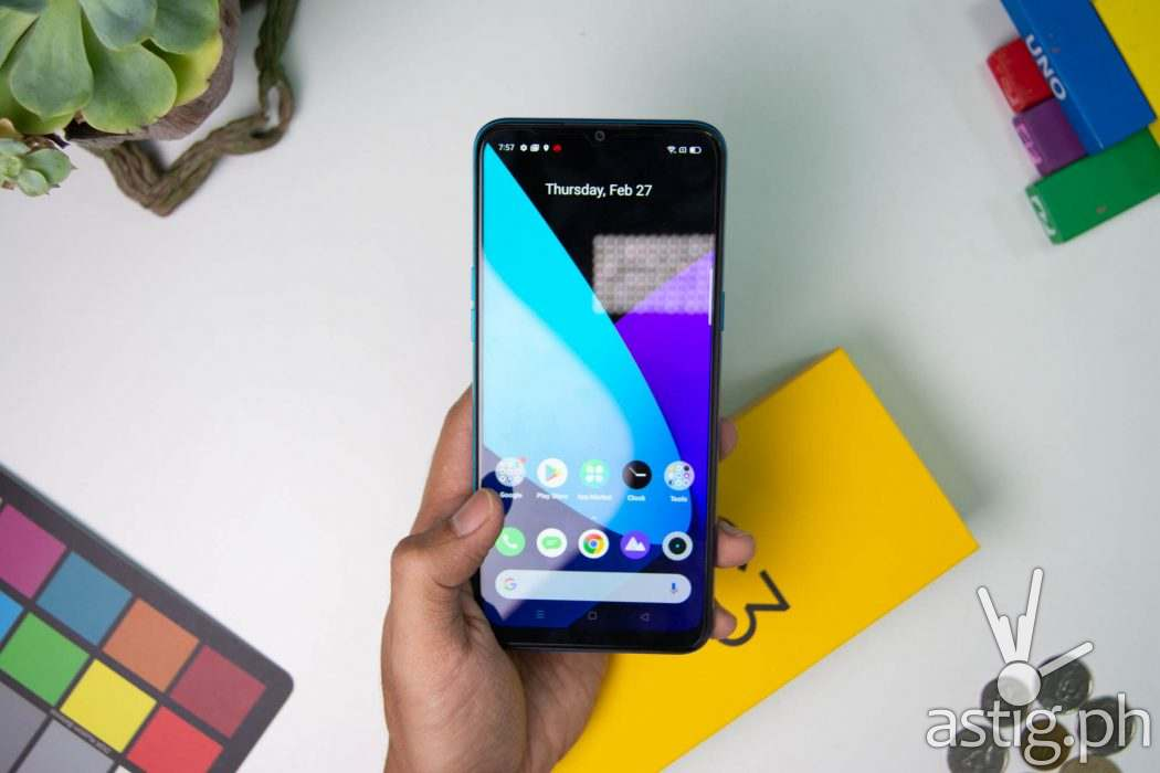 Front handheld - Realme C3 Philippines