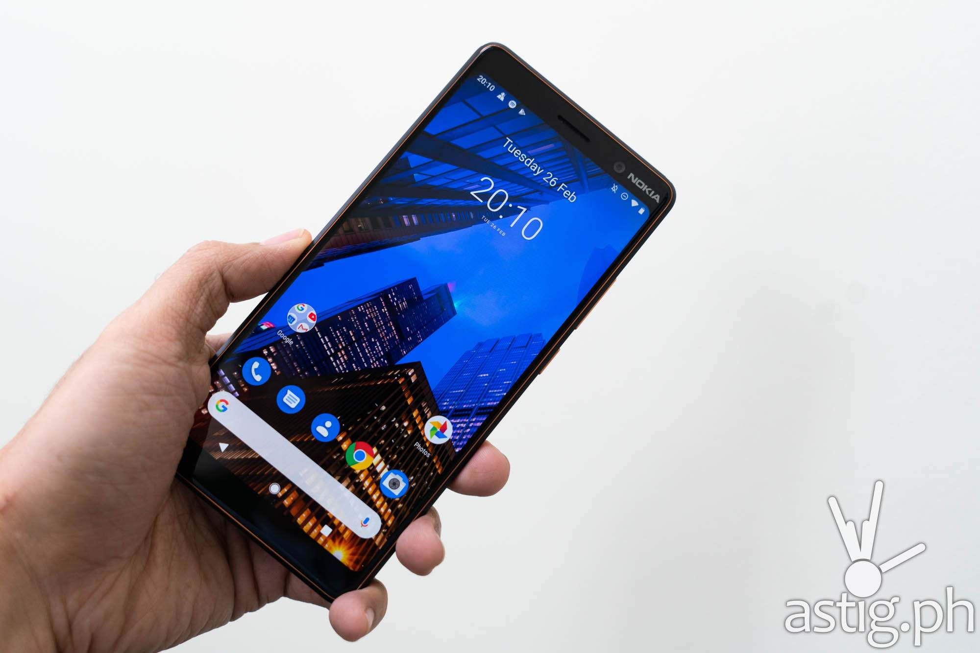 Front handheld - Nokia 7 Plus (Philippines)