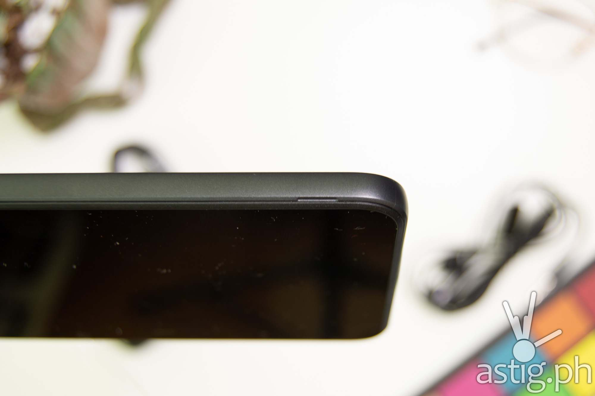 Removable back cover notch - Nokia C2 (Philippines)