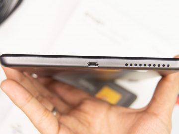 Bottom USB port, loud speakers - Lenovo Smart Tab M8 (Philippines)