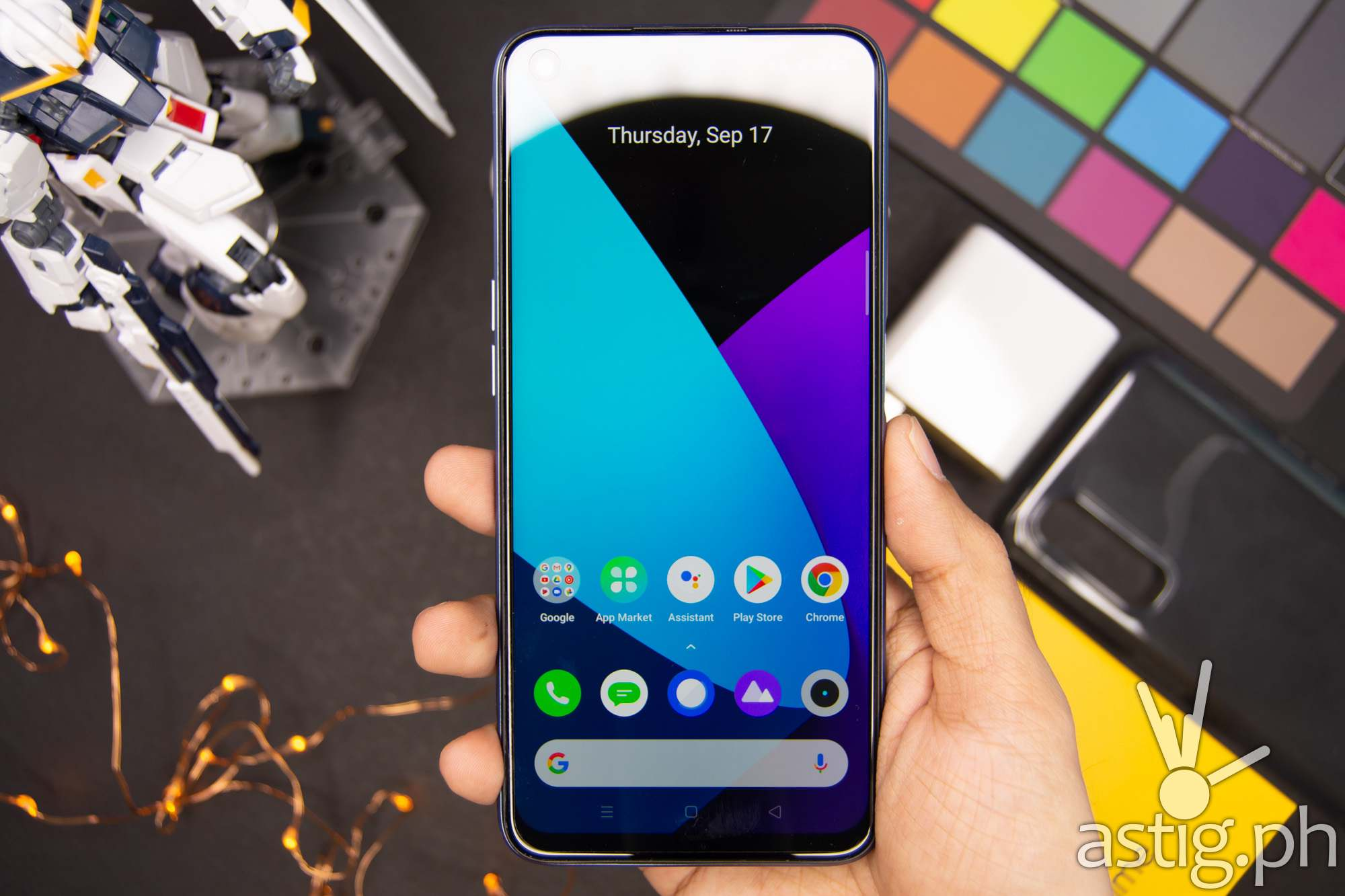 Handheld front - realme 7 (Philippines)