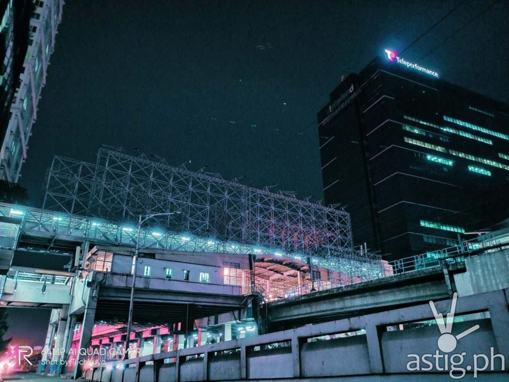 Night mode MRT Cyberpunk - realme 7 sample photo