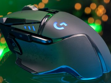 Logitech G502 HERO features an advanced optical sensor for maximum tracking accuracy, customizable RGB lighting, custom game profiles, from 200 up to 16,000 DPI, and repositionable weights. (gamecrate.com)