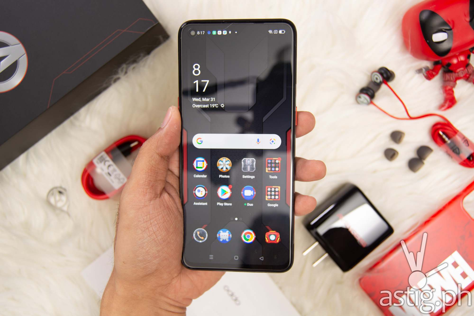 Front handheld - OPPO Reno5 Marvel Edition