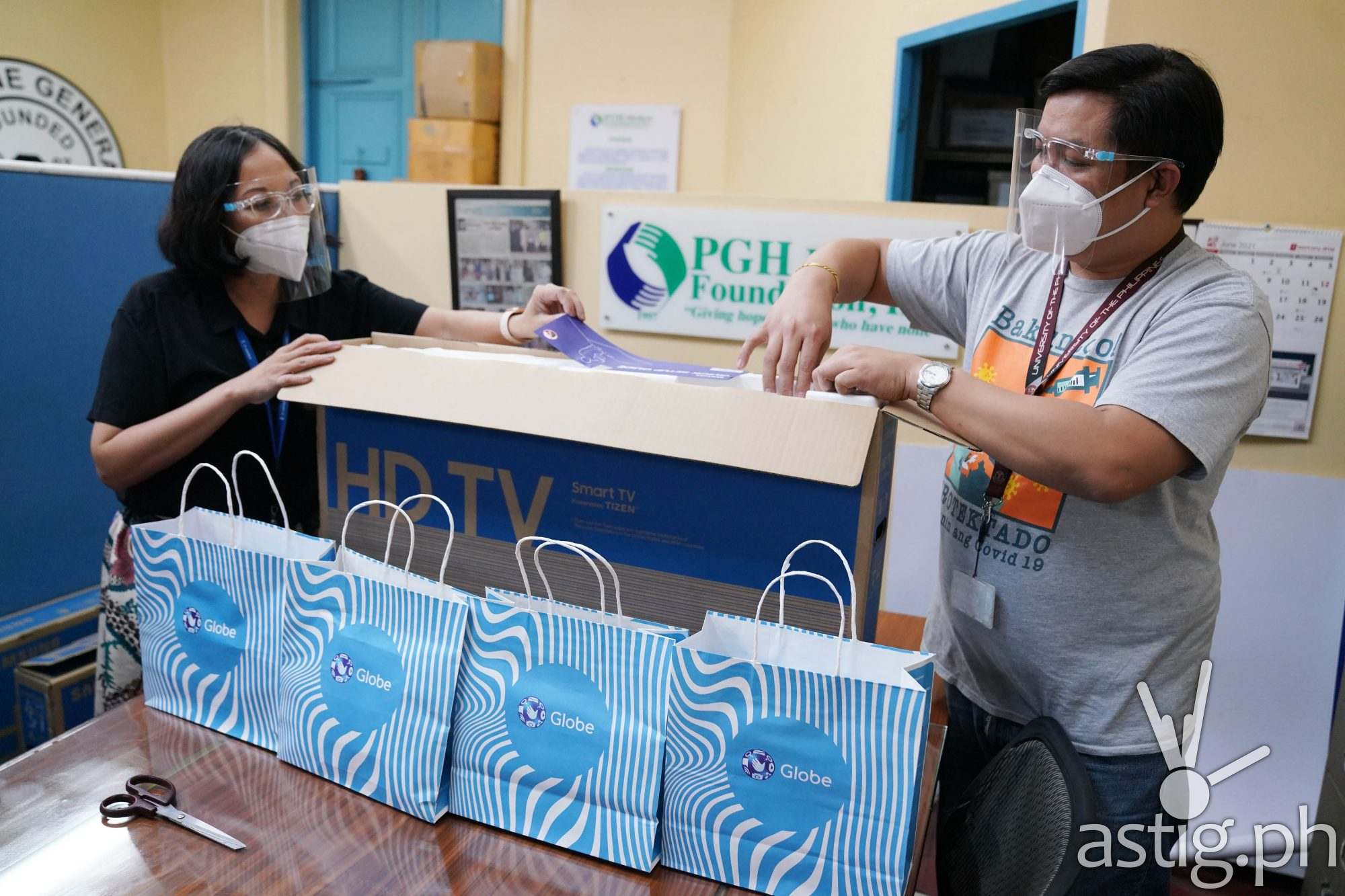 PGH receives connectivity care packages from Globe for their medical frontliners
