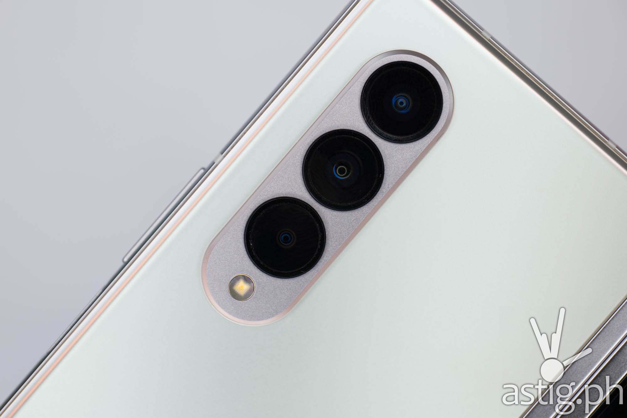 Rear cameras - SAMSUNG Galaxy Z Fold3 5G (Philippines)