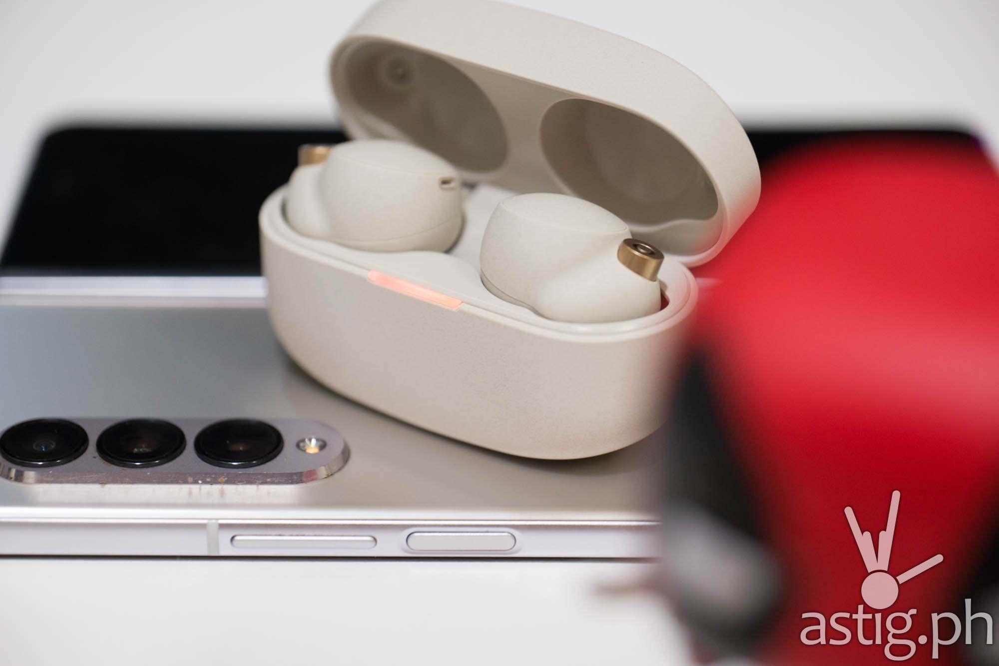 Wireless reverse charging with SAMSUNG Galaxy Z Fold3 - Sony WF-1000XM4