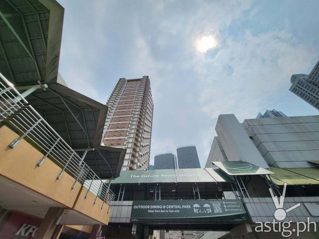Ultrawide outdoors - SAMSUNG Galaxy Z Fold3 sample photo